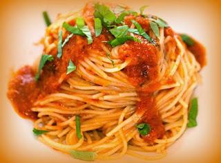 Espagueti en salsa de atún