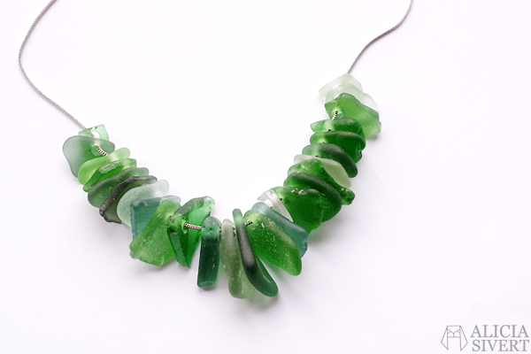 Sea glass jewellry by Alicia Sivertsson, 2015. Alicia Sivert, aliciasivert, monthly makers, december, glas, havsglas, borra i, smycke, smycken, halsband, hänge, hängen, skapa, skapande, kreativitet, creativity, create, diy, do it yourself, bloggkollektiv, bloggutmaning, blogg, bloggande, jewelry, necklace
