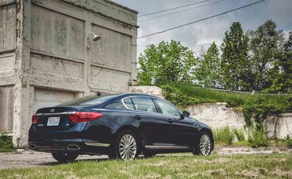 2015 Kia K900 V-8 Review