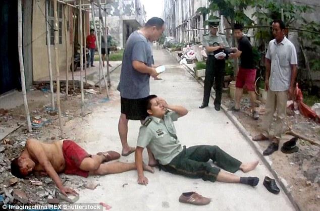 ضابط ينقذ رجل من الإنتحار