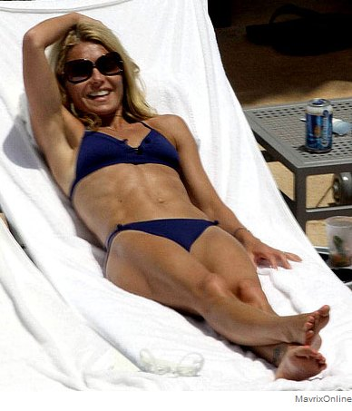 Kelly Ripa Hottest Photos Sexy Near-Nude Pictures, GIFs