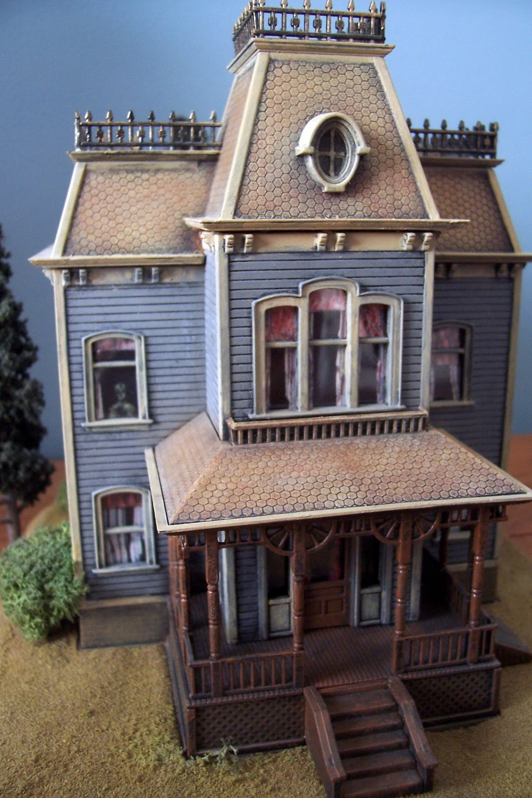 dioramas and clever things norman bates 39 home sweet home. Black Bedroom Furniture Sets. Home Design Ideas