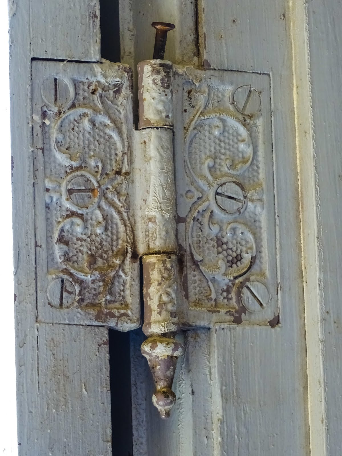 A Decorative Door Hinge & A Decorative Door Hinge | Walking Arizona