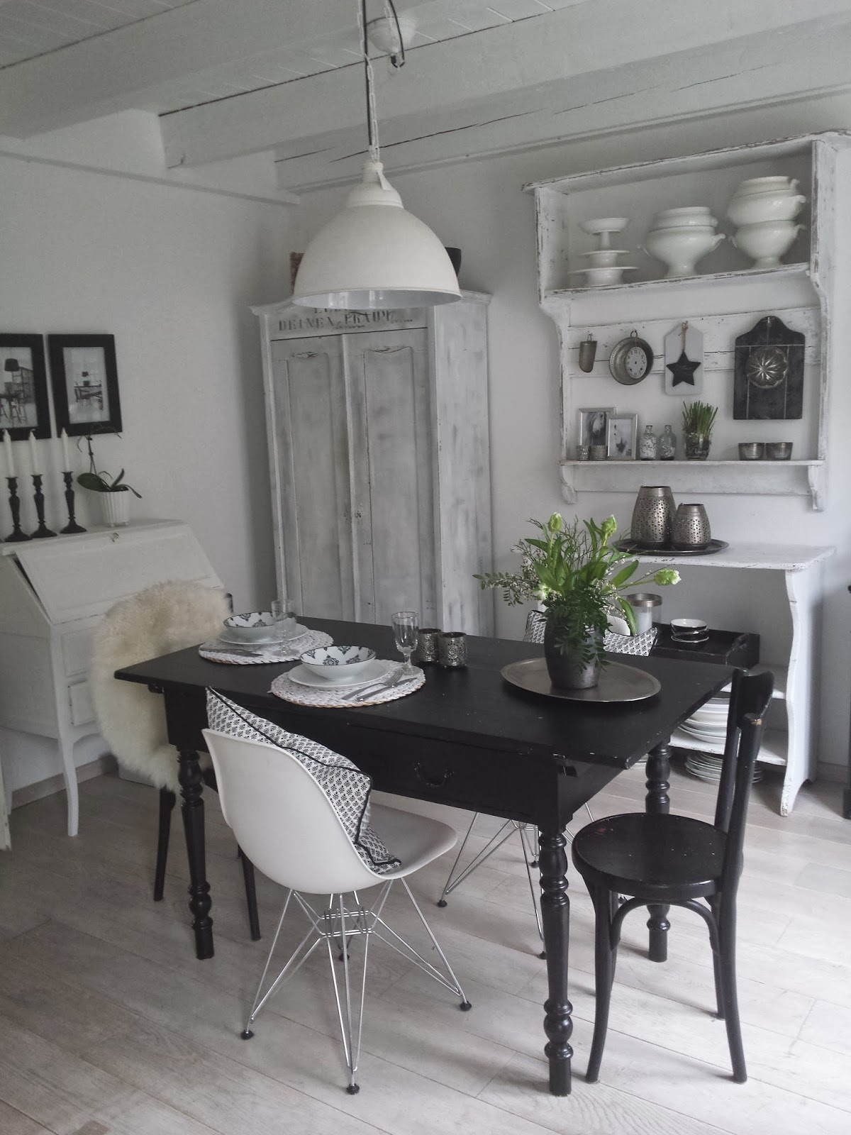 frau k shabby chic schwarzer tisch. Black Bedroom Furniture Sets. Home Design Ideas