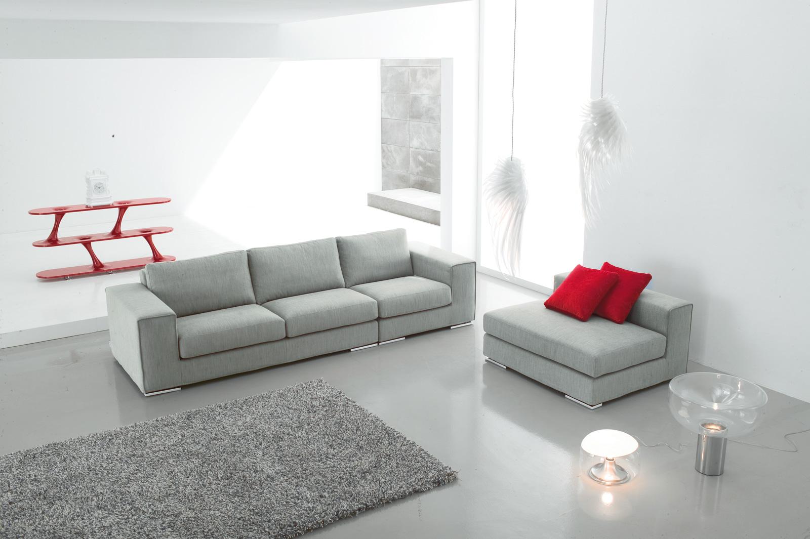 Divani blog tino mariani idee per arredare il salotto for Divano con pouf