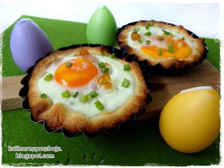 Jajka zapiekane w cieście francuskim - pomysłowe