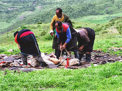 strange traditions of the world tibet sky burial
