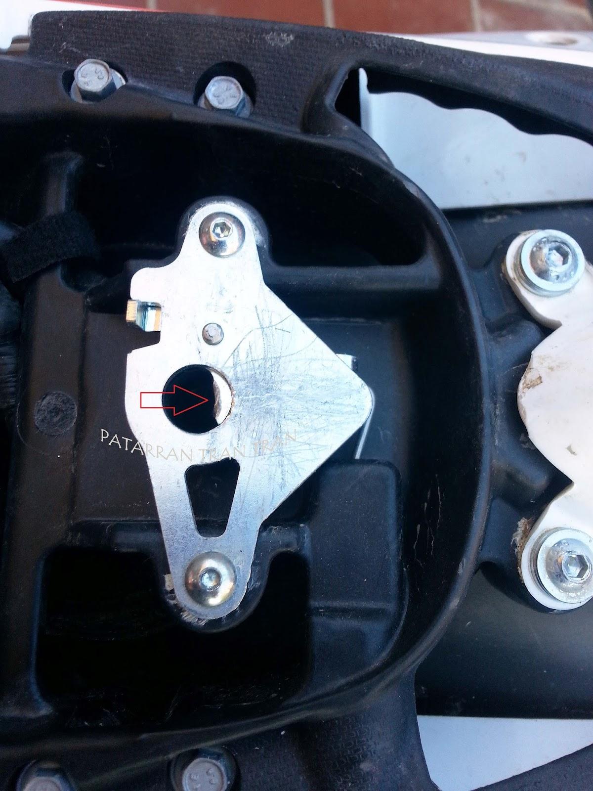 Beta RR 300. Asiento. Mantenimiento del mecanismo de cierre.