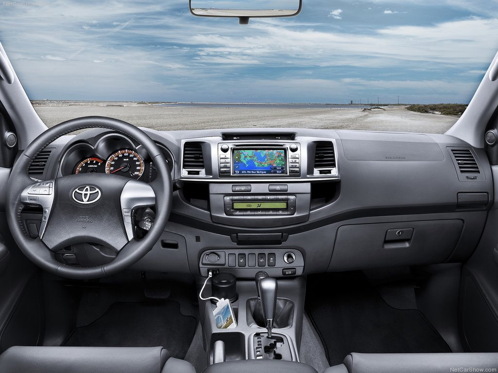 Displaying 14> Images For - Toyota Fortuner 2014 Interior