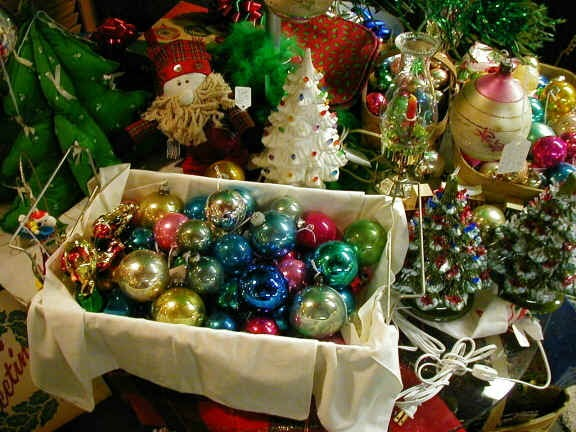 Deck the holiday 39 s vintage christmas decorations and trees for H m christmas decorations