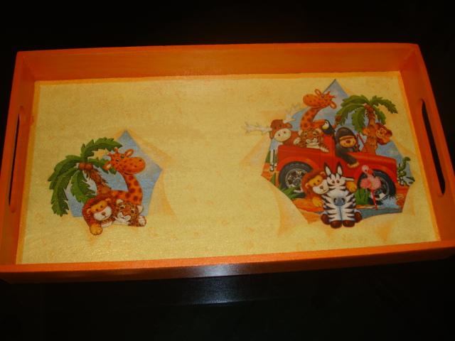 Tiaclola bandejas decoradas for Bandejas de madera decoradas