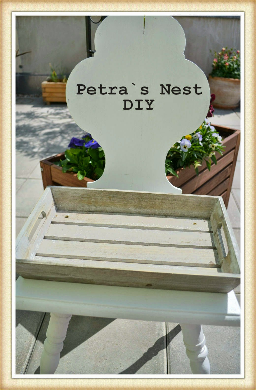 petra 39 s nest diy ein alter stuhl ein briges tablett farbe steine erde und pflanzen. Black Bedroom Furniture Sets. Home Design Ideas