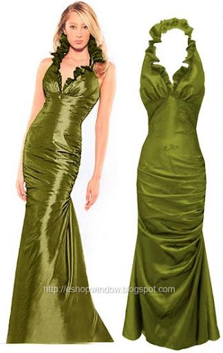 дълга зелена рокля с шлейф