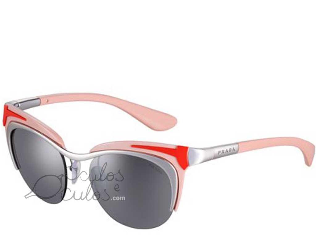 71bd76ce98826 A combinação de óculos Prada com Katy Perry só podia dar em um resultado  surpreendente. A moça arrasou desfilando seus cabelos azuis com os óculos  de sol ...