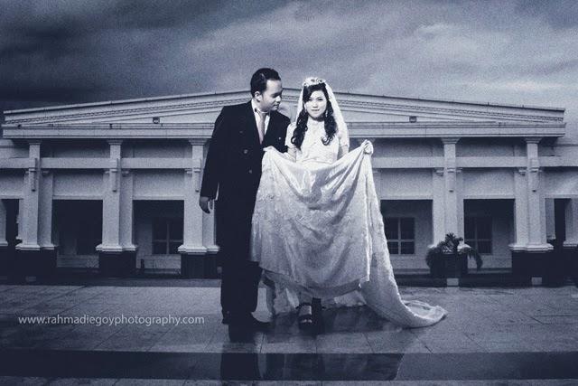 foto prewedding konsep gaun busana eropa