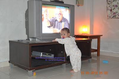 bayi berdiri
