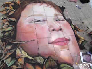 Lachendes Frauengesicht umrandet mit Blättern Streetart Festival Wilhelmhaven