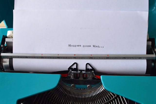 Vintage Typewriter Blogging Quote