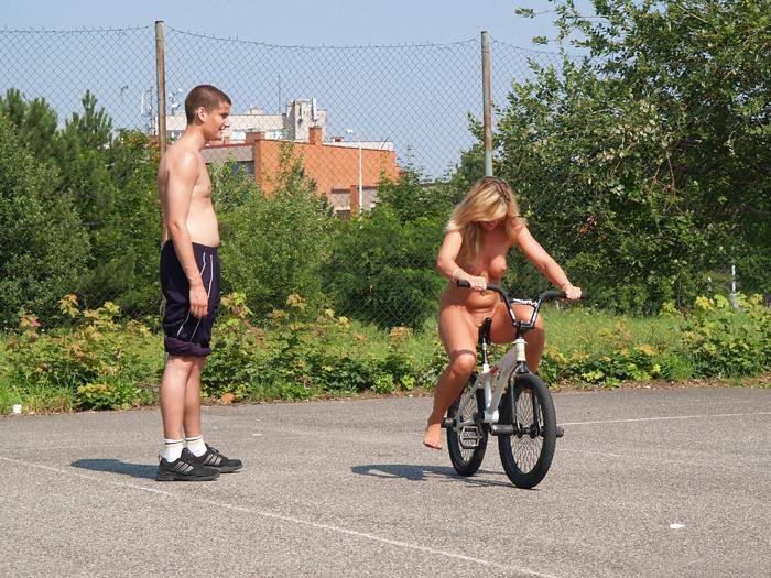 bike girls fighting nude