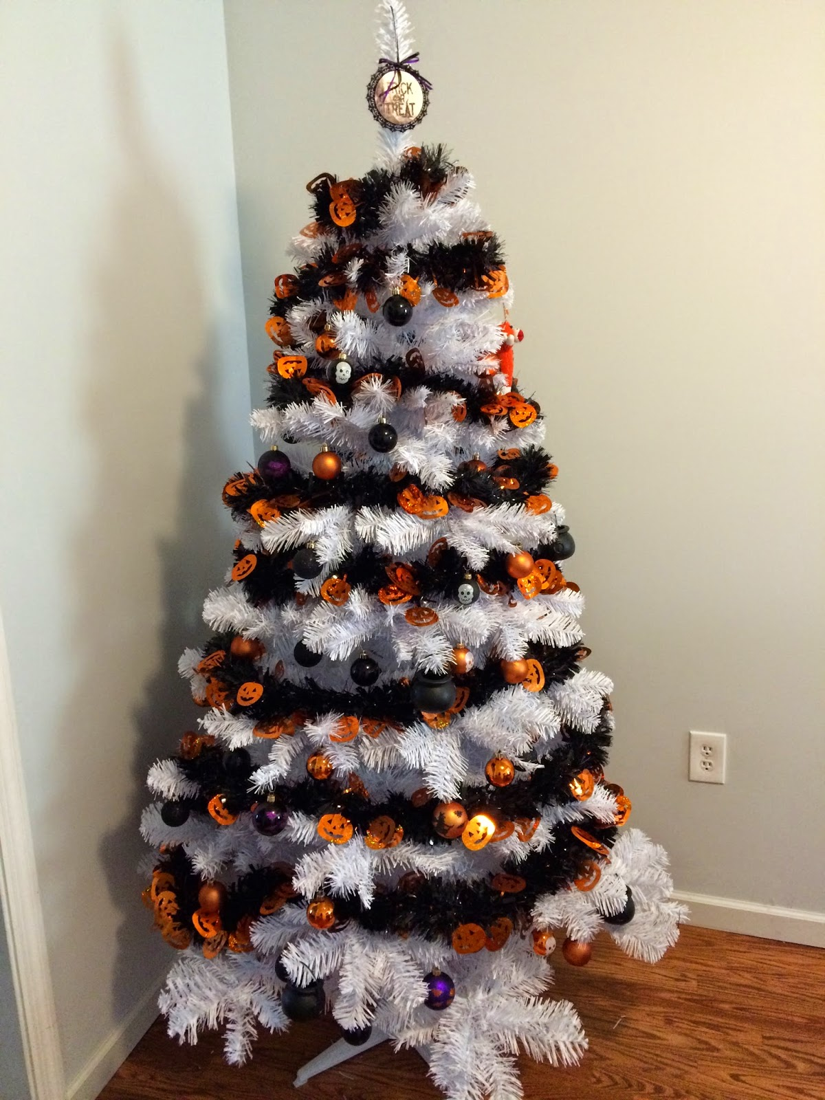Halloween tree ornaments - I M Going To Leave The Orange Ornaments On There For November And Buy A Big Container Of Brown Ones To Put On There For A Thanksgiving Fall Look