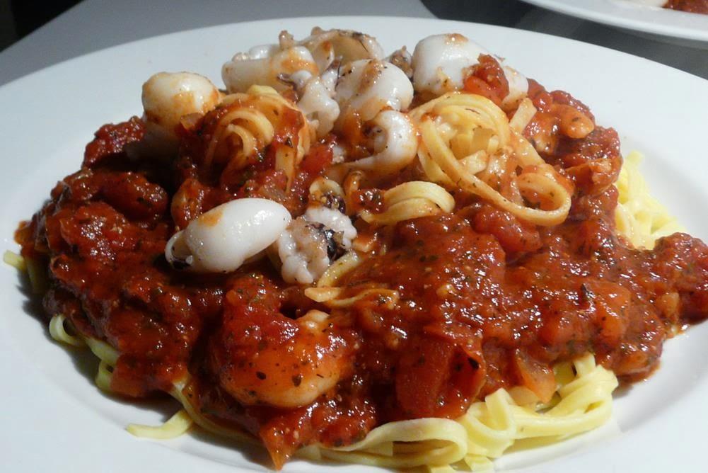 kulinarische welten zu fisch und meeresfrucht pasta mit garnelen und sepia. Black Bedroom Furniture Sets. Home Design Ideas