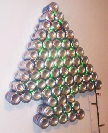Árbol de navidad con latas. Súper Original!