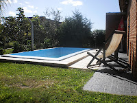 Sombrillas / Reposeras / Mesita y mesa de jardín con sillas de parque