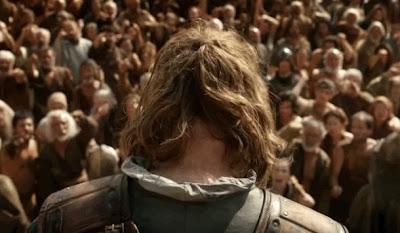 Ned Stark inclinado ante la multitud - Juego de Tronos en los siete reinos