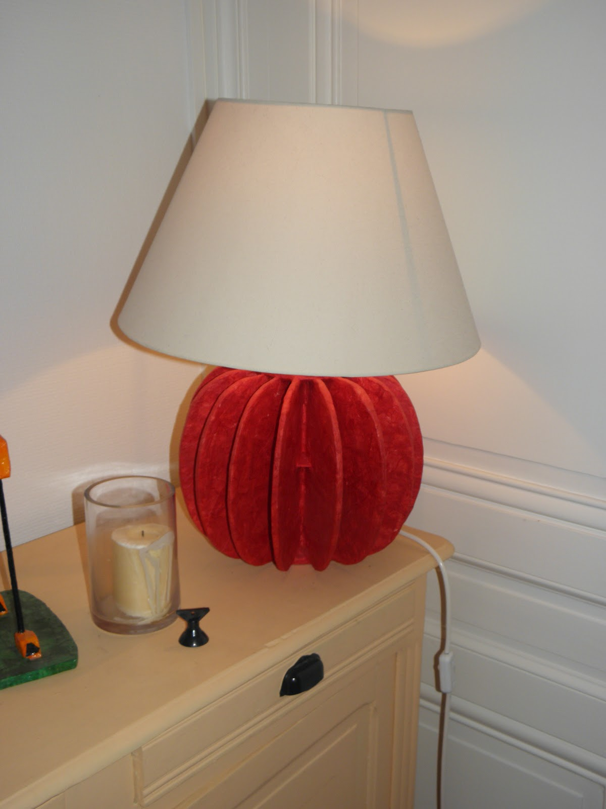 pierre feuilles ciseaux lampes en carton. Black Bedroom Furniture Sets. Home Design Ideas