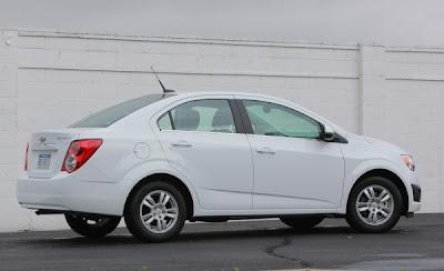 http://1.bp.blogspot.com/-nlF9AOnEnFY/TeQmLhepLZI/AAAAAAAADsk/OkGp855oD7Q/s800/2012+Chevrolet+Sonic+Previews+s.jpg