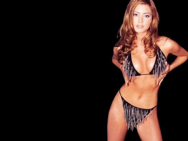 Holly Valance sexy in swimwear