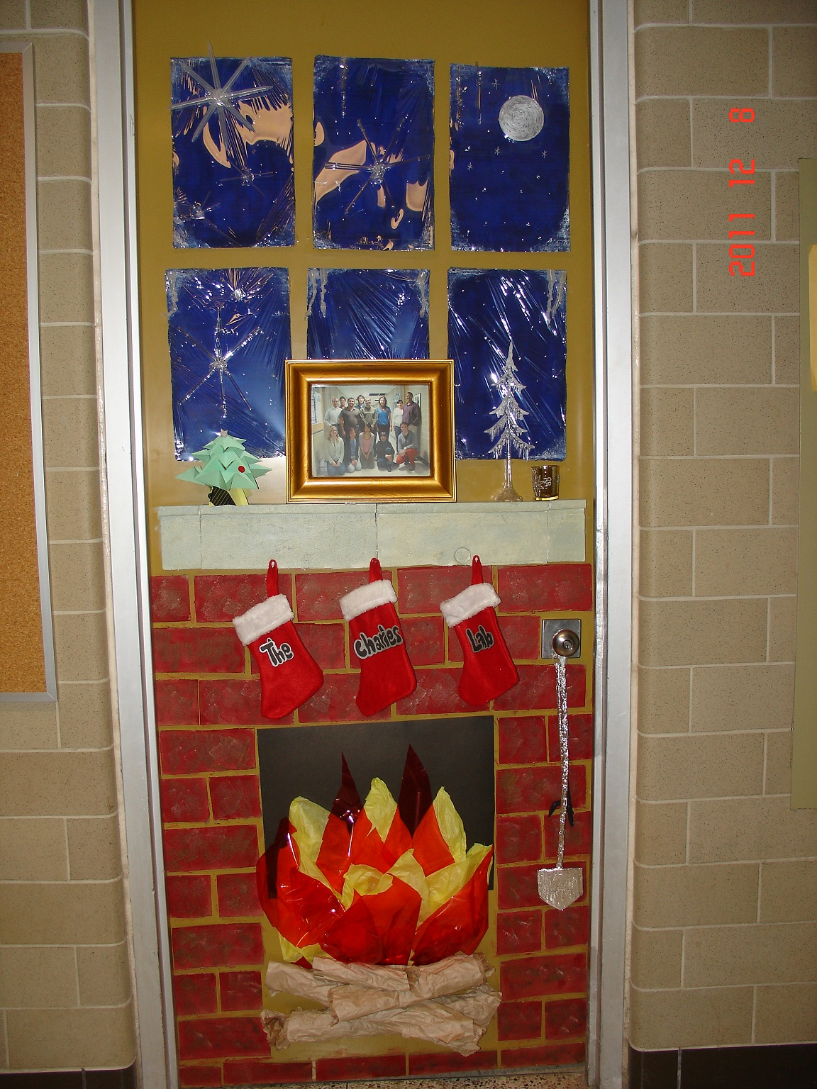 UW Biology Graduate Student Association: Christmas door decorating ...