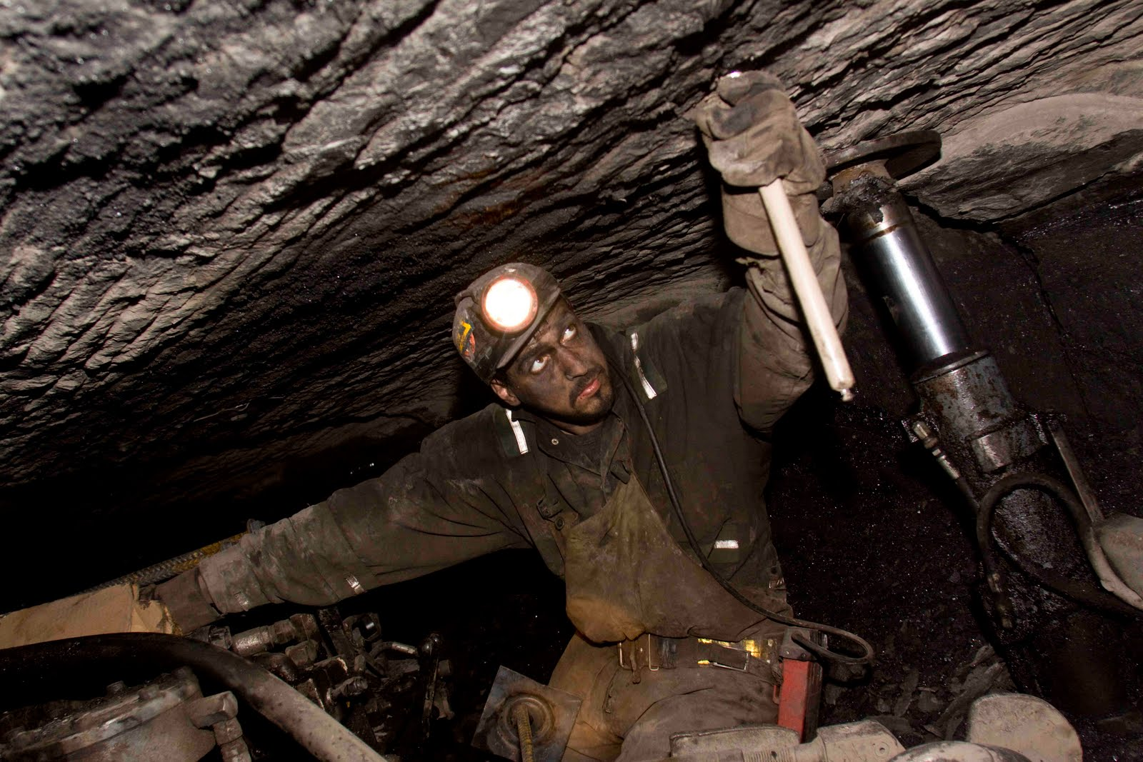 coal mining Coal mining types of coal mines there are four main types of coal mines: shaft mine, slope mine, drift mine, and surface (open-cast) mine the mine at coalwood was.