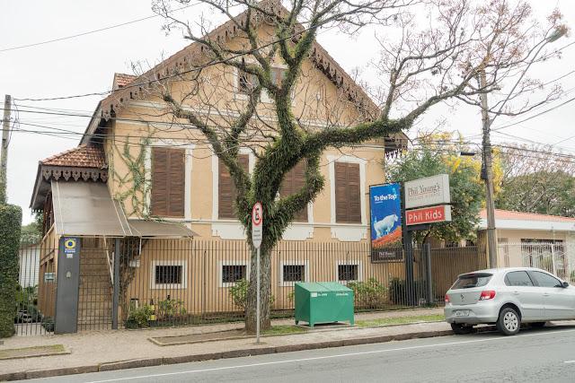 Casa com lambrequim. em Curitiba