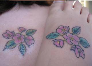 Tatuagens femininas nos pés 19