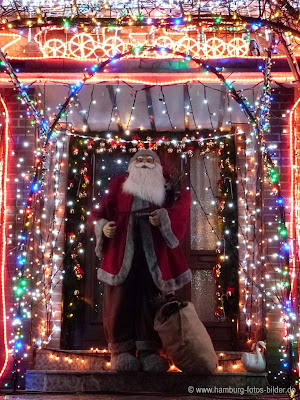Weihnachtsmann am Weihnachtshaus