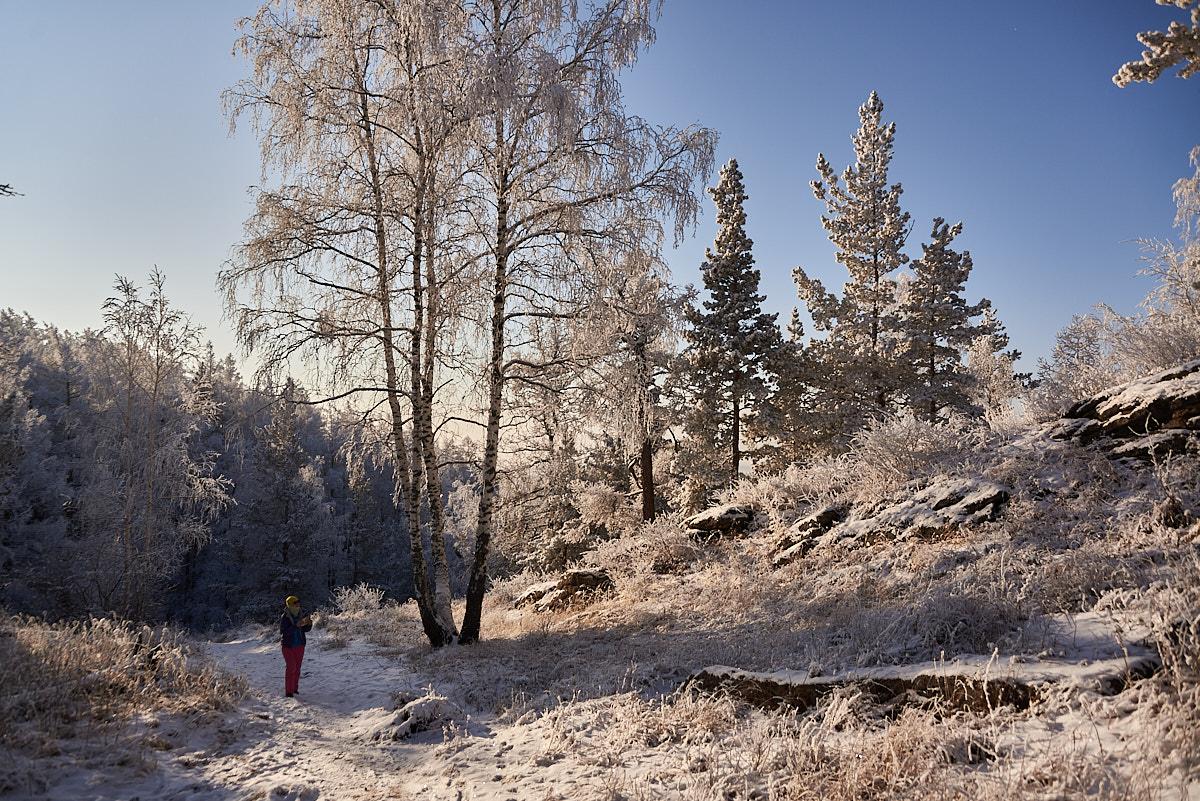 Холодно. Бабушка не пустила покататься на велосипеде. Идём в горы.