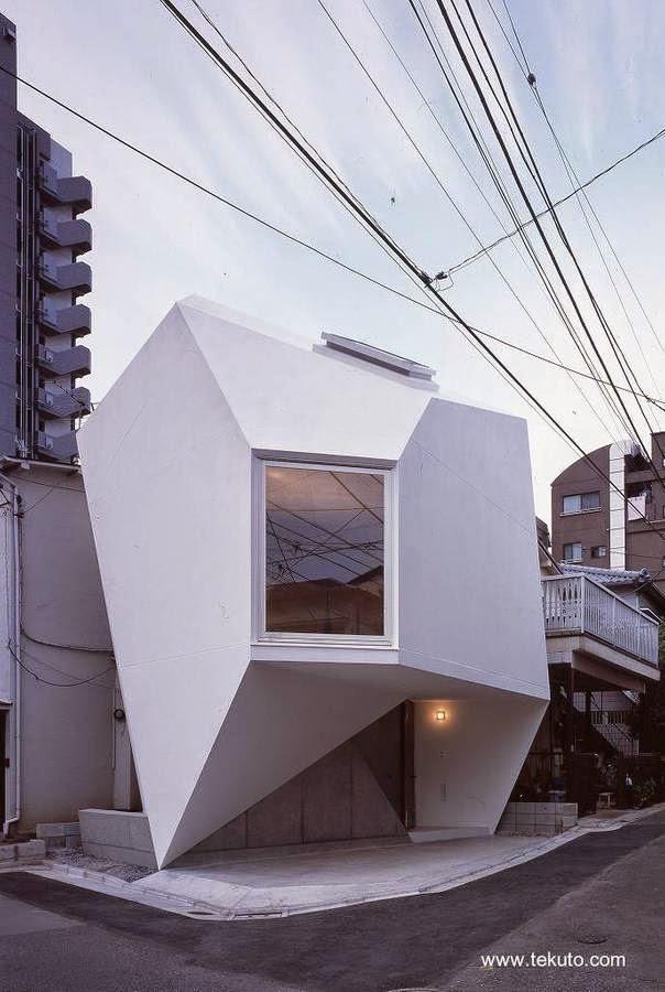 Casa reflejo de mineral forma geométrica original en Japón