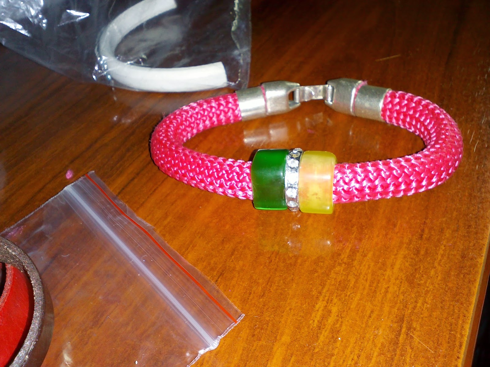 pulsera con cordon de escalada rosa