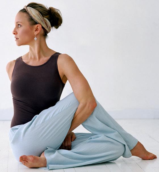 Woman in a yoga position - Testi e immagini per la meditazione - yoga - meditation - zen