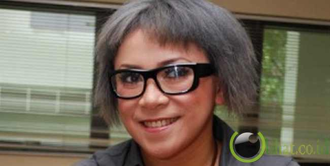 Melly Goeslaw Dengan Rambut Mad Scientist