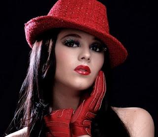 Allison Lozano luce hermosa bien maquillada