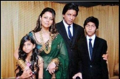 Shahrukh Khan with family, marriage, son, daughter, family photos