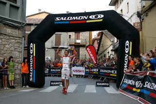 Miguel Heras entra en meta en la carrera del año pasado