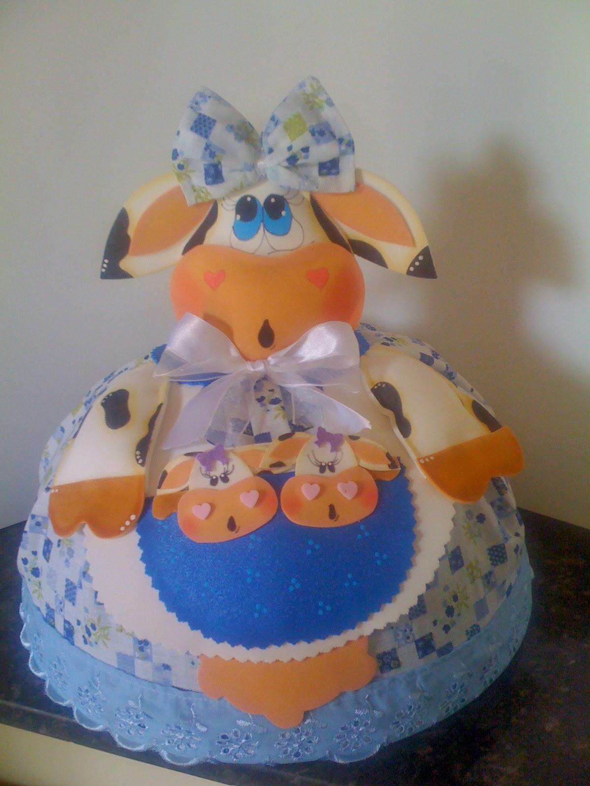 Cobre bolo de E.V.A e tecido com moldes