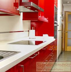 Piso de tres dormitorios en alquiler en Avd. de Monelos, amueblado, garaje. 800€