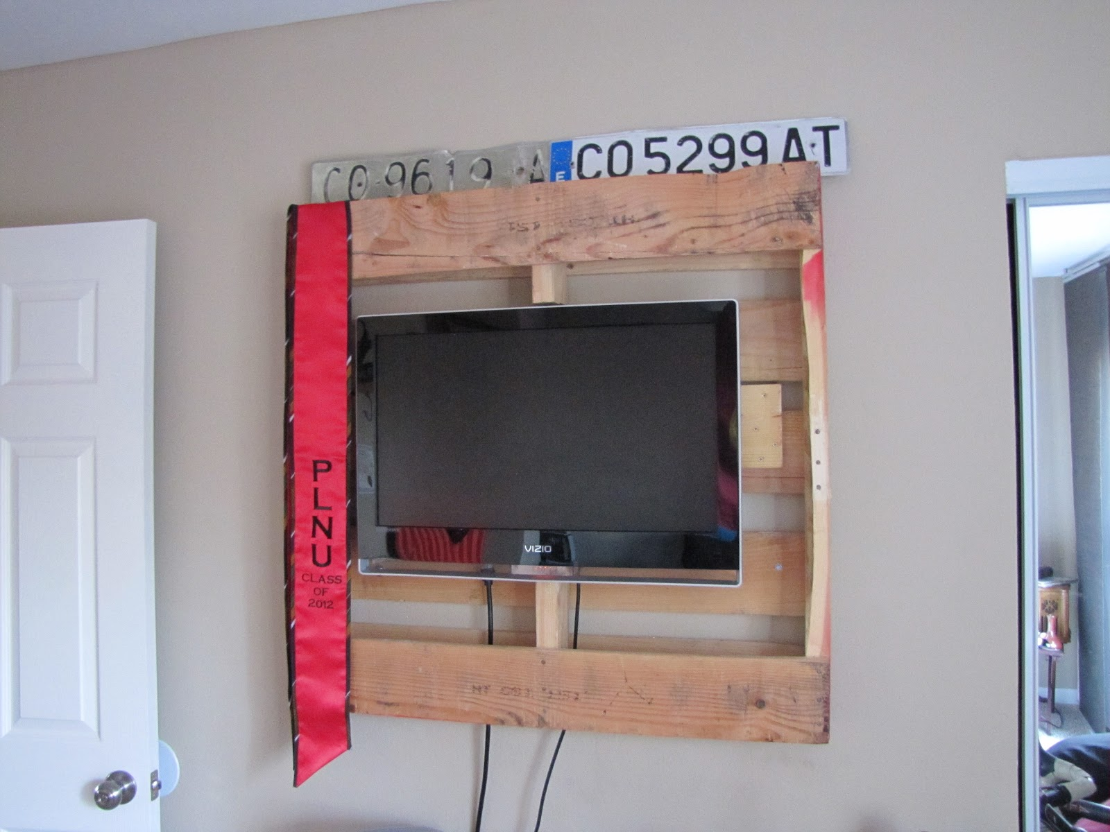 diy tv wall mount ct3 diy projects. Black Bedroom Furniture Sets. Home Design Ideas