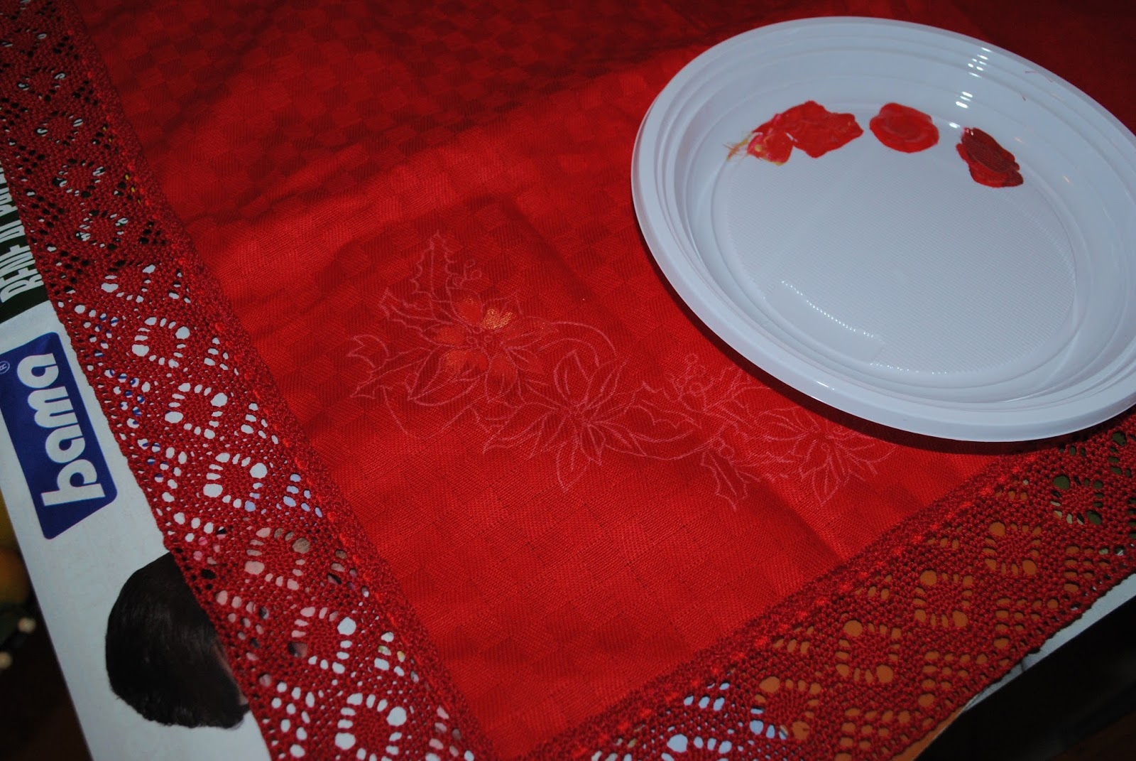 Tovaglia natalizia con stelle di natale: il colore sul rosso