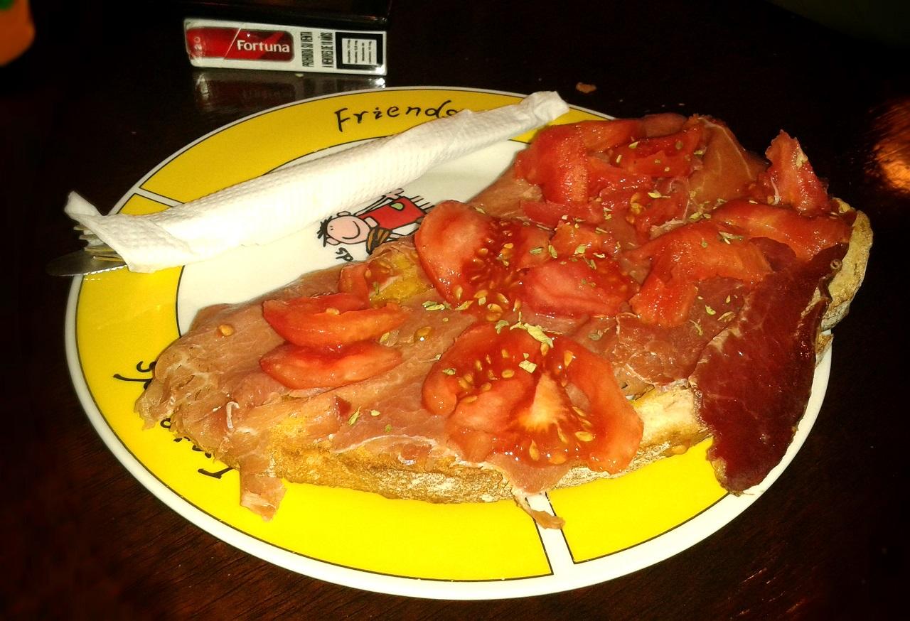 Catalana de jamón serrano con tomate