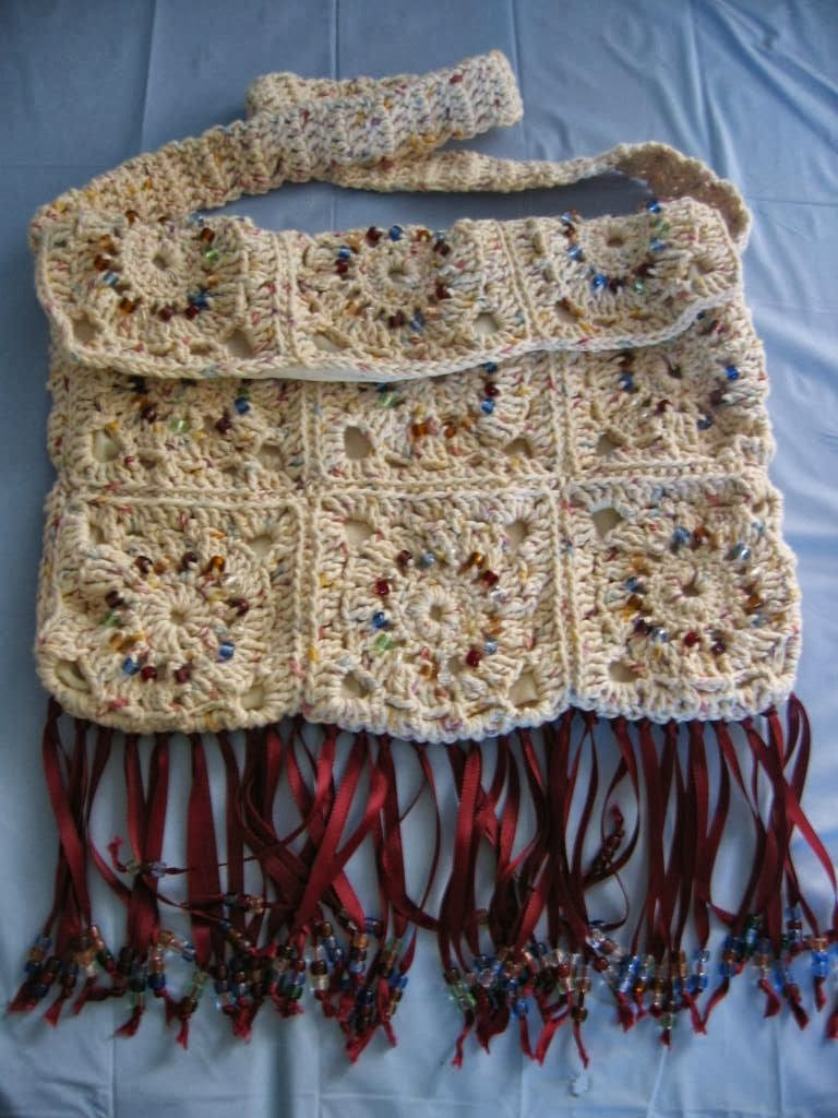 Granny Square Bag Pattern Free : ... Free Patterns: Free Crochet Pattern Granny Square Hippy Purse with